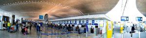 Interior del aeropuerto Charles de Gaulle - París